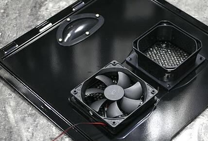 电脑散热风扇的固定装置简介