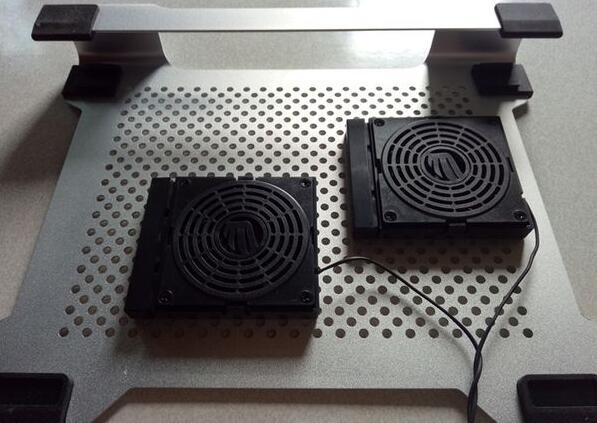 与笔记本电脑配合使用的微型风扇装置